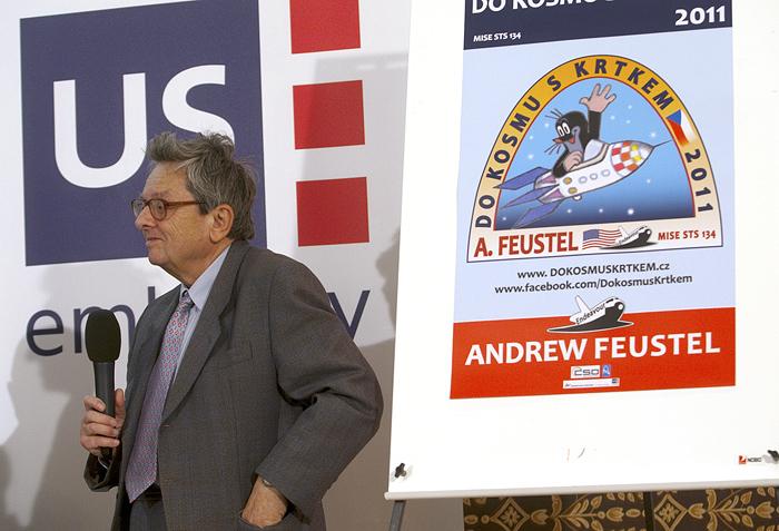 Antonín Vítek na tiskové konferenci v Americkém centru, na které byl oznámen vloni 22. března start Krtečka do vesmíru.